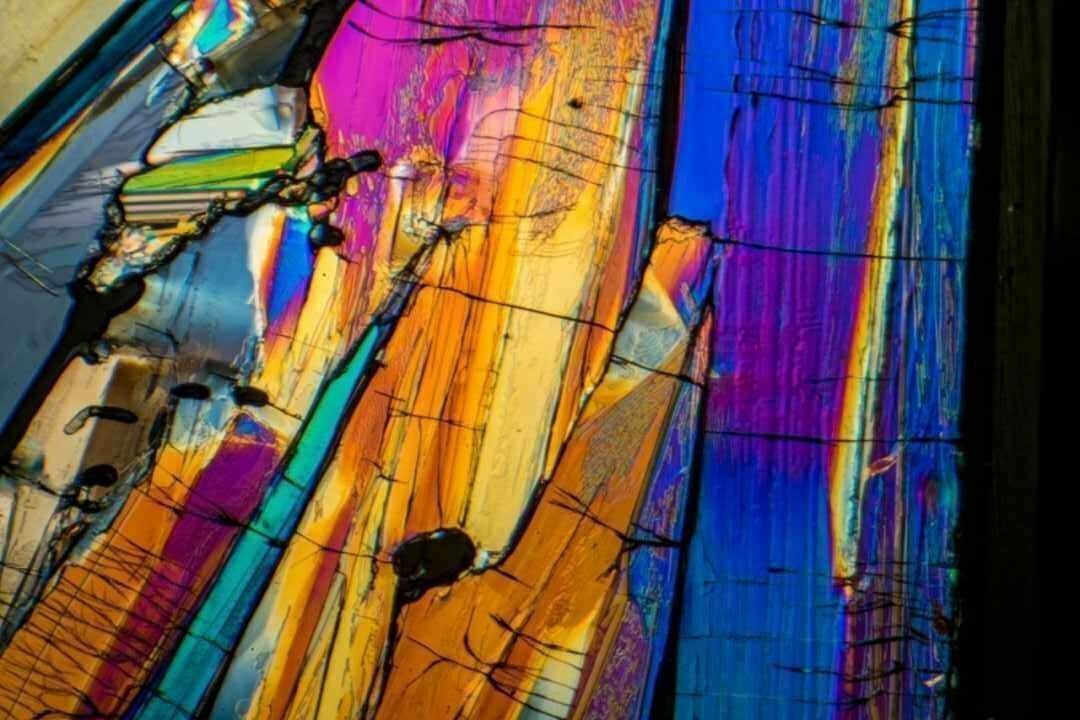 Benzoic Acid by Polarized Light Microscopy